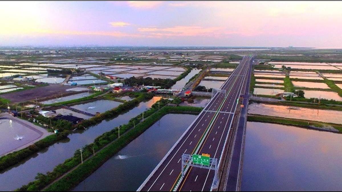 科技執法 !西濱「區間測速」上路2天開出千張罰單