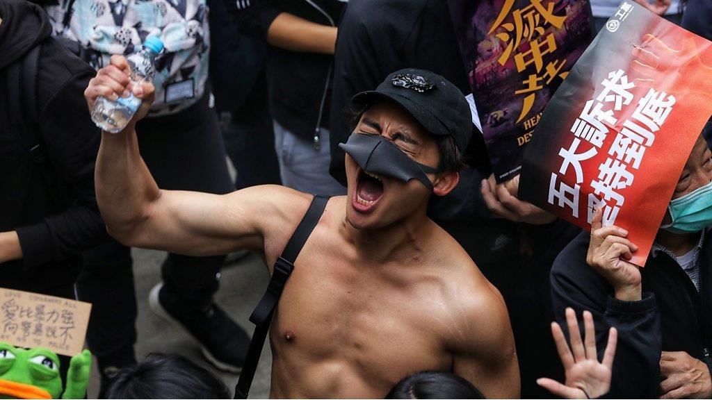 香港示威:冰火兩重天的2020第一天