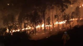 澳洲降小雨反阻滅火 野火濃煙飄到紐西蘭