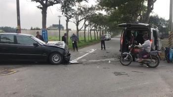 彰化復康巴士遭小客車推撞 5長者受傷送醫