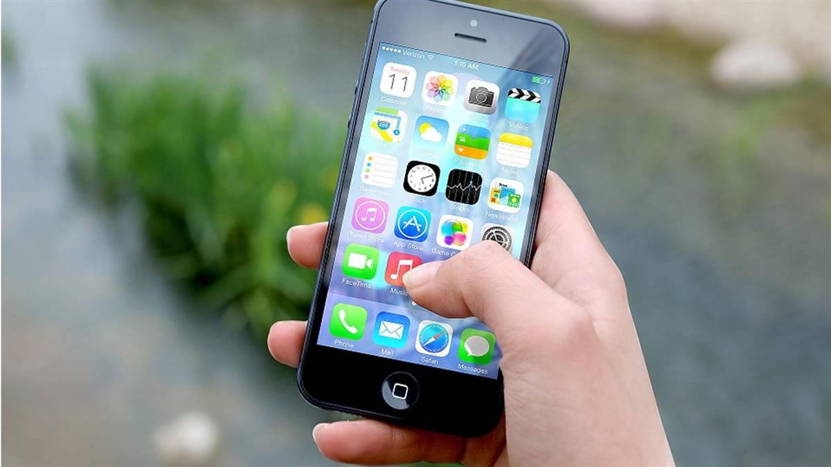 不怕被偷看手機!「iPhone隱藏桌面APP教學」
