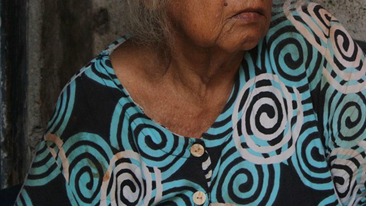 65歲嬤與尪親密!右胸爆痛 檢查竟是乳癌