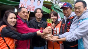 郭董發言人任不分區立委 蔡沁瑜市場掃街婆媽歡迎