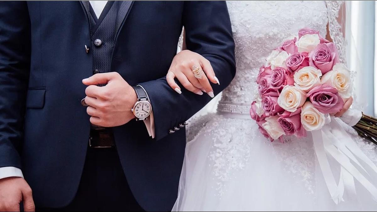 當閨密伴娘遭拗1萬2治裝費、雙B禮車 眾人見清單:快絕交