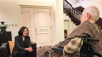 蔡總統陳菊拜會李登輝 提前祝賀生日快樂