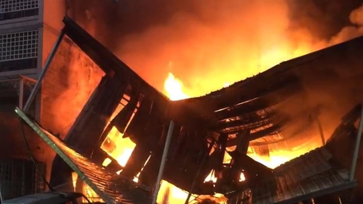 濃煙遮天!高雄千坪工廠大火 未傳人員傷亡