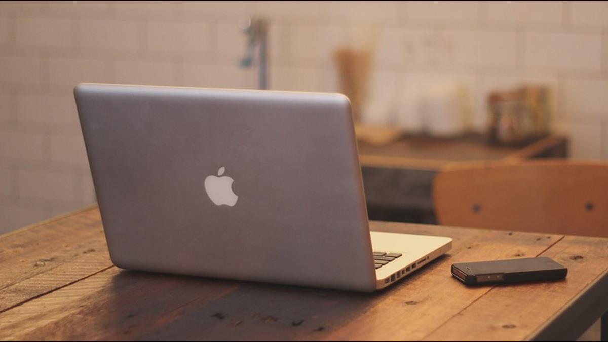 他嫌蘋果筆電效能低還一堆人買 果粉嘆:用過回不去