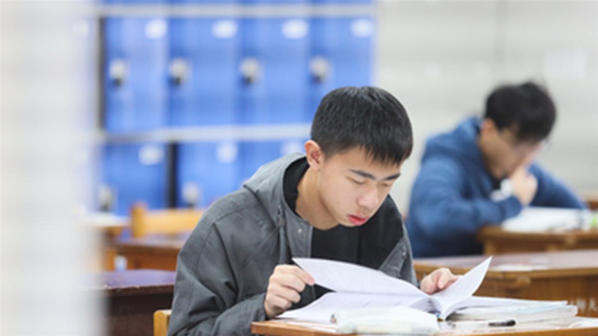 學測英文作文考週年慶 翻譯考同儕壓力