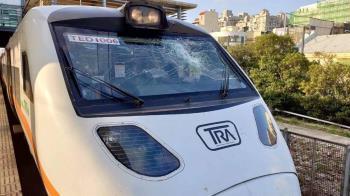 台鐵太魯閣號疑撞電車線 車窗碎裂1570人受影響