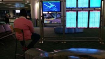 爽把PS4接機場螢幕開玩 男被制止竟嗆這句