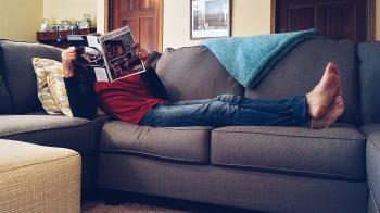 他花千元買二手沙發嫌難坐 拆開竟發現128萬