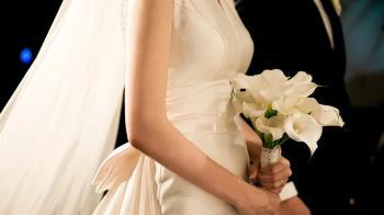 女子參加未來大伯婚禮 新郎竟是男友!結局逆轉