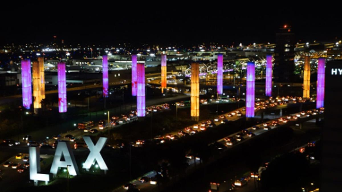 市政廳打紫金燈紀念 市長:少了Kobe不像LA