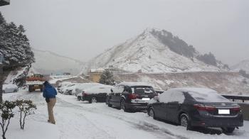 首波寒流襲台 玉山、合歡山積雪達10cm