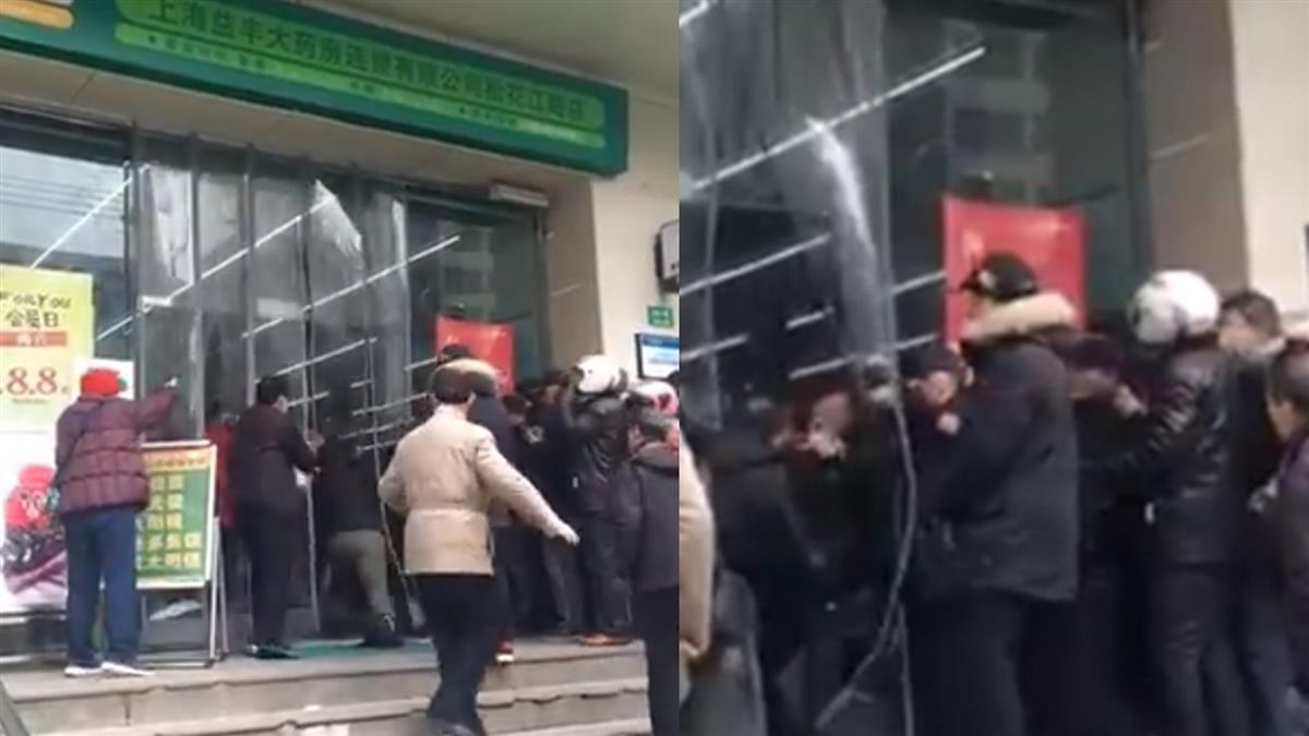 武漢肺炎蔓延 上海民眾藥局瘋搶口罩互毆