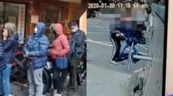 買口罩疑不滿久候又見拍攝 男當街暴打記者