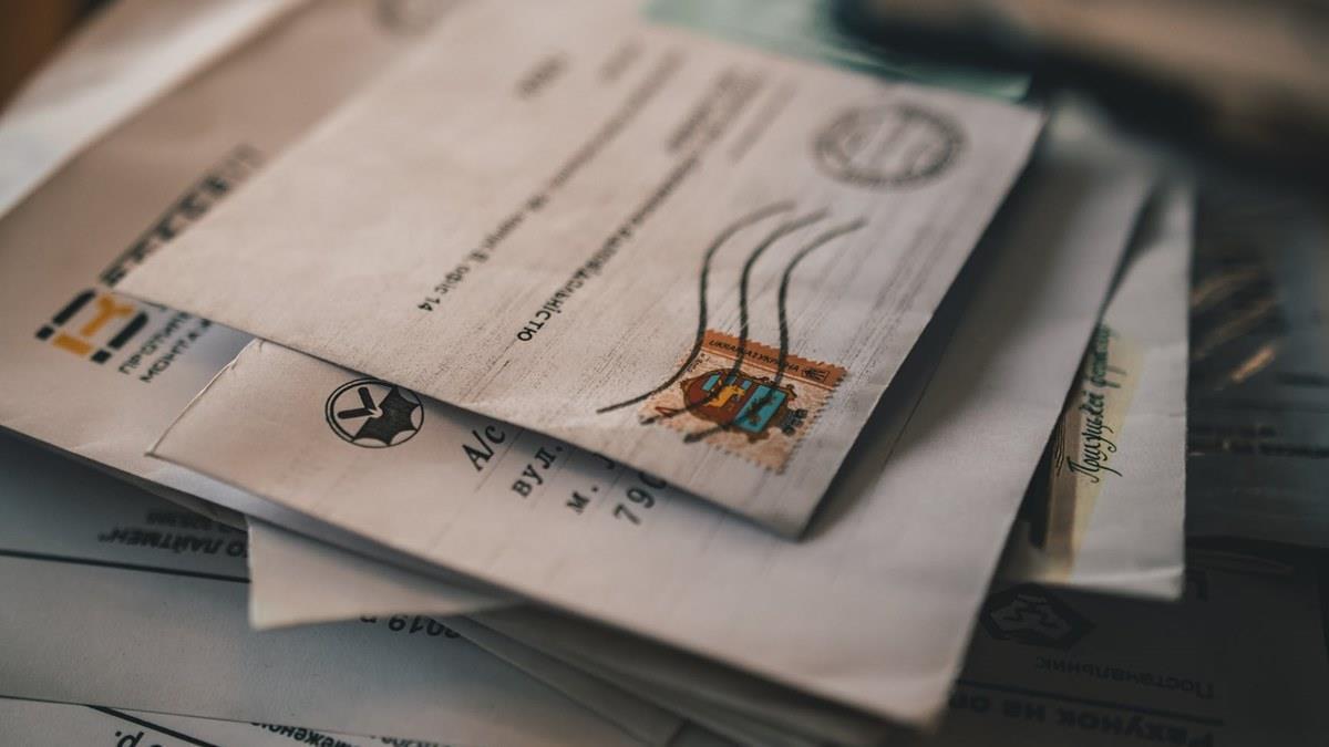 年紀太大送不動?日高齡郵差私藏2萬4千封信