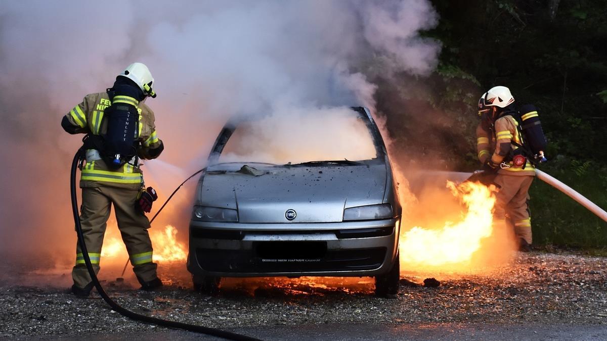 高速公路上6車包抄加火攻!義大利運鈔車機警躲搶匪