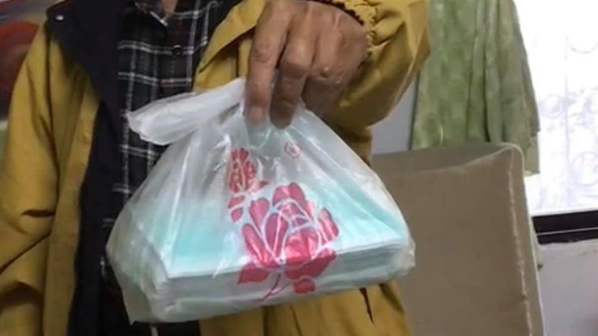 80歲姑丈排隊 買到50個口罩!網曝恐怖真相