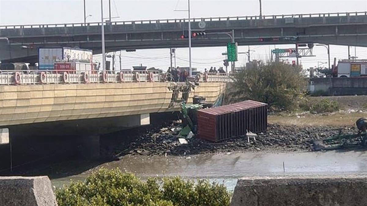 彰化聯結車爆擦撞 噴飛橋下釀1死3傷