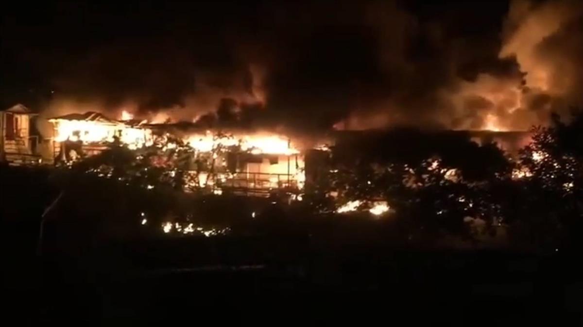 快訊/士林餐廳大火!70消防員奮力灌救中