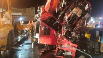 高雄消防車出勤與拖車擦撞!消防員1死4輕重傷