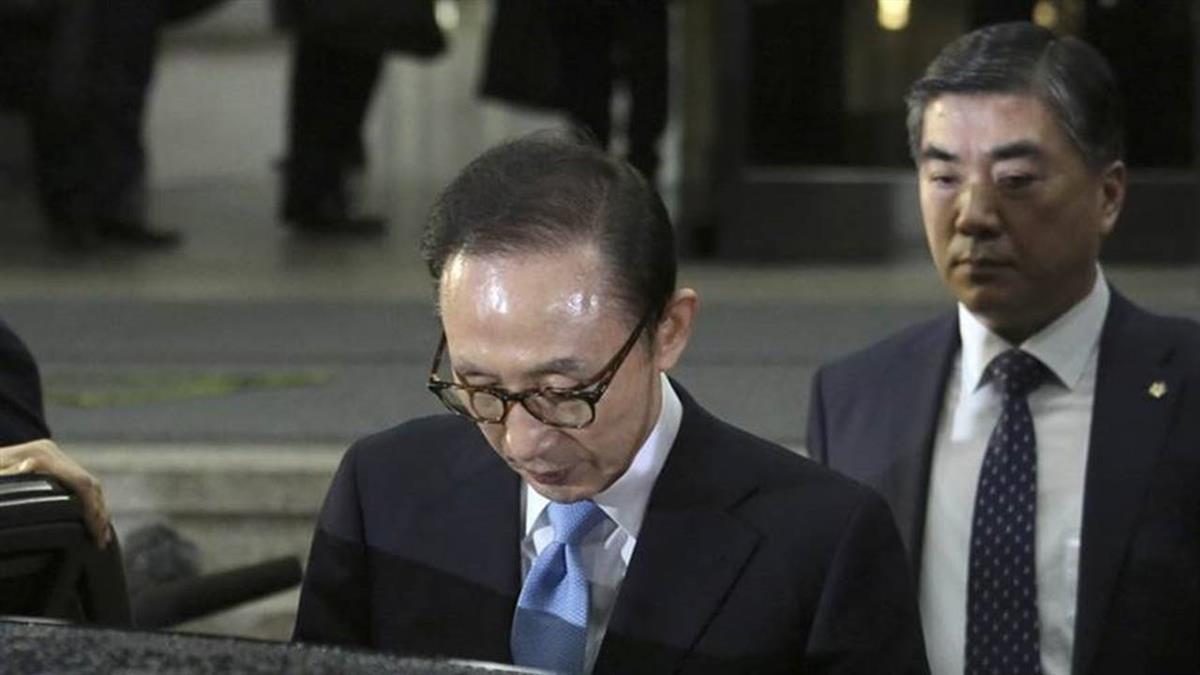 李明博貪污受賄 二審判刑17年當庭收押