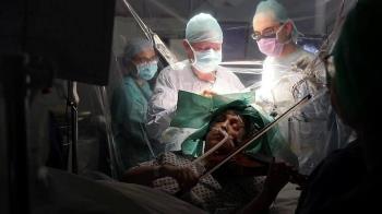 醫學奇葩:英國女子開顱手術中演奏小提琴