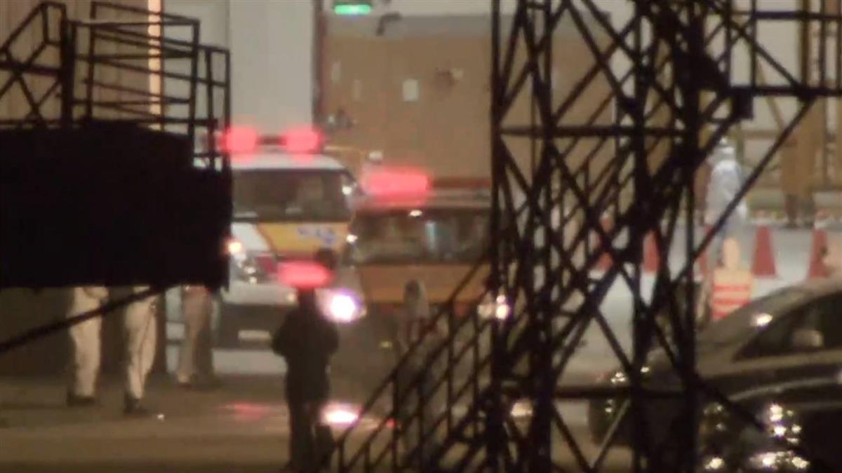 警車開道!19人包機返台 救護車駛出送醫採檢