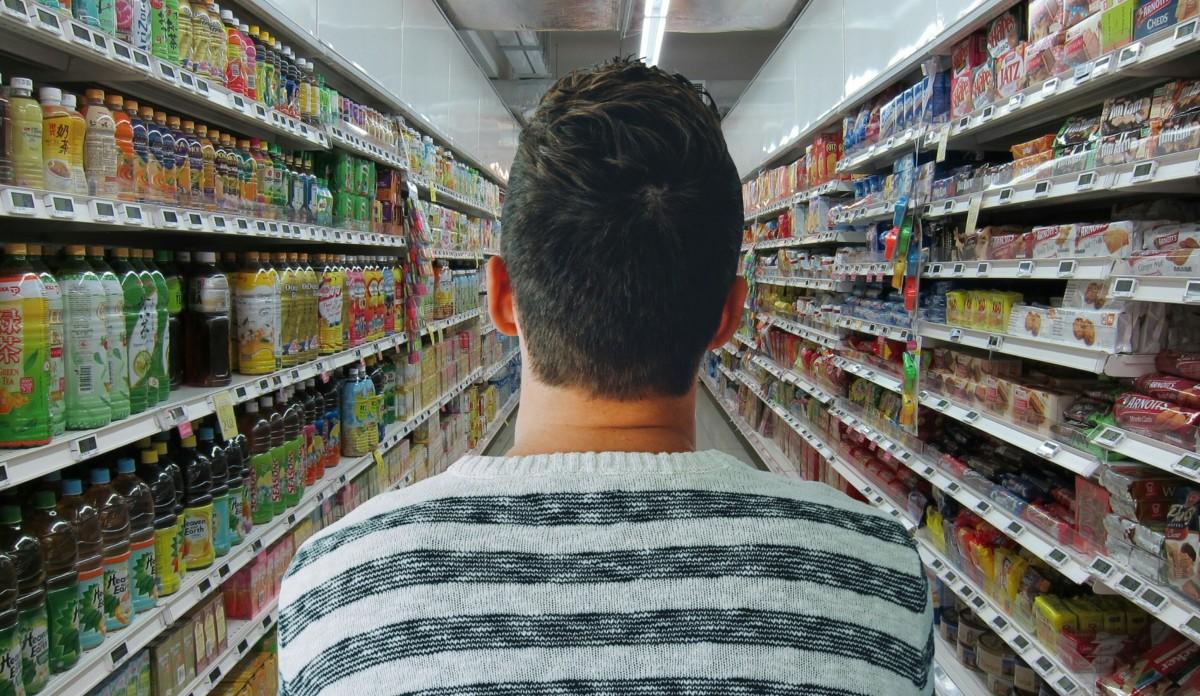 一張含有 商場, 景色, 個人, 室內 的圖片自動產生的描述