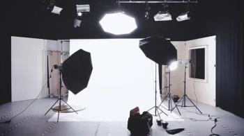 VR影片側拍視角曝光 現場照讓網超吃驚:男優好可憐…