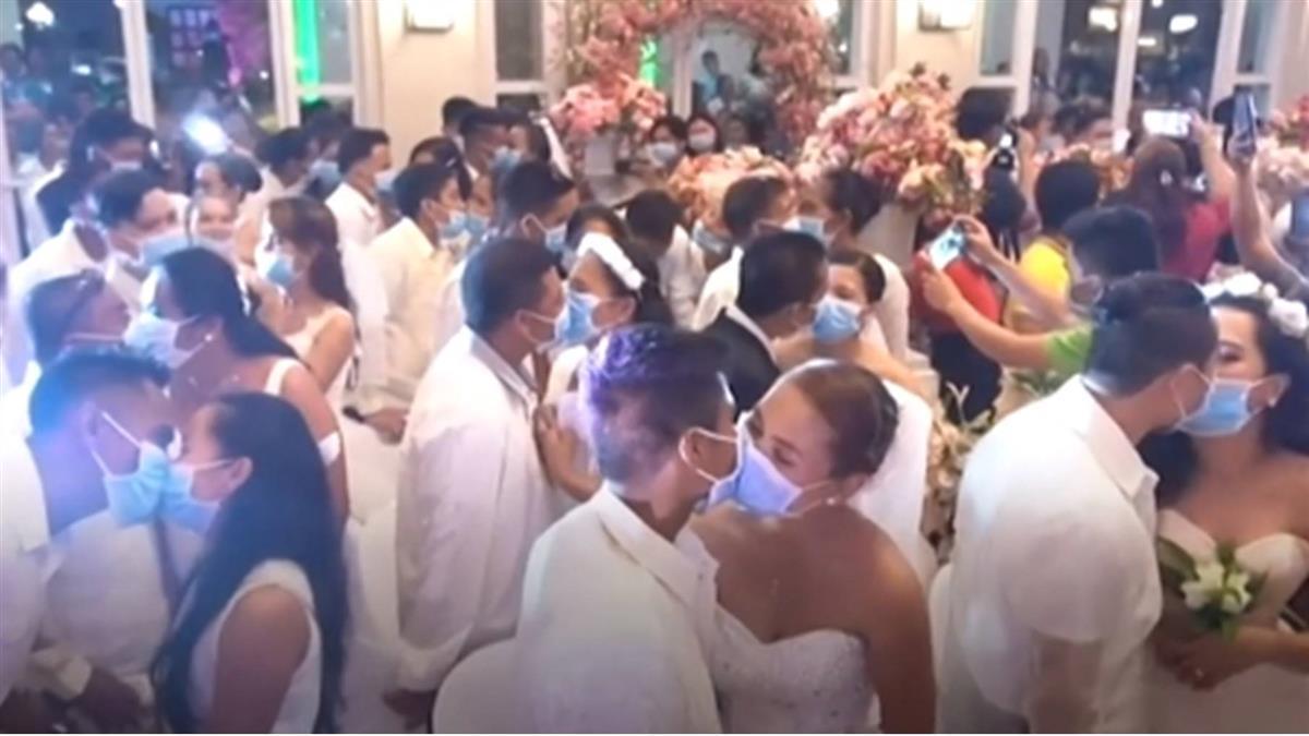 肺炎疫情:全體戴口罩的菲律賓集體婚禮