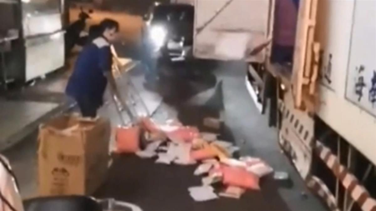 卸貨變丟貨!物流司機包裹扔馬路 原因曝光網怒了