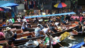 武肺疫情延燒 泰國商家遊行要求減租