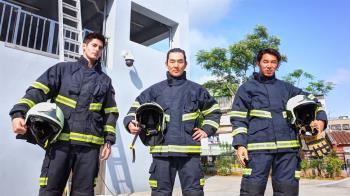 型男挑戰一日消防英雄 李李仁體能竟大輸任賢齊