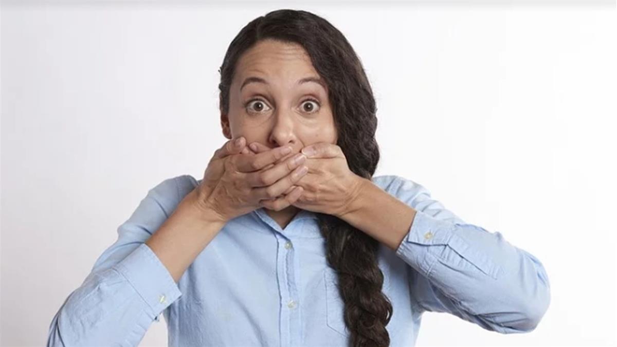 口臭怎麼形成?專家曝這睡法害「細菌暴增8倍」