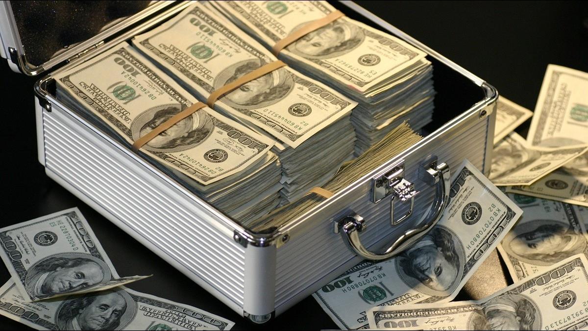 全球股市慘跌 世界500富豪一週損失13兆