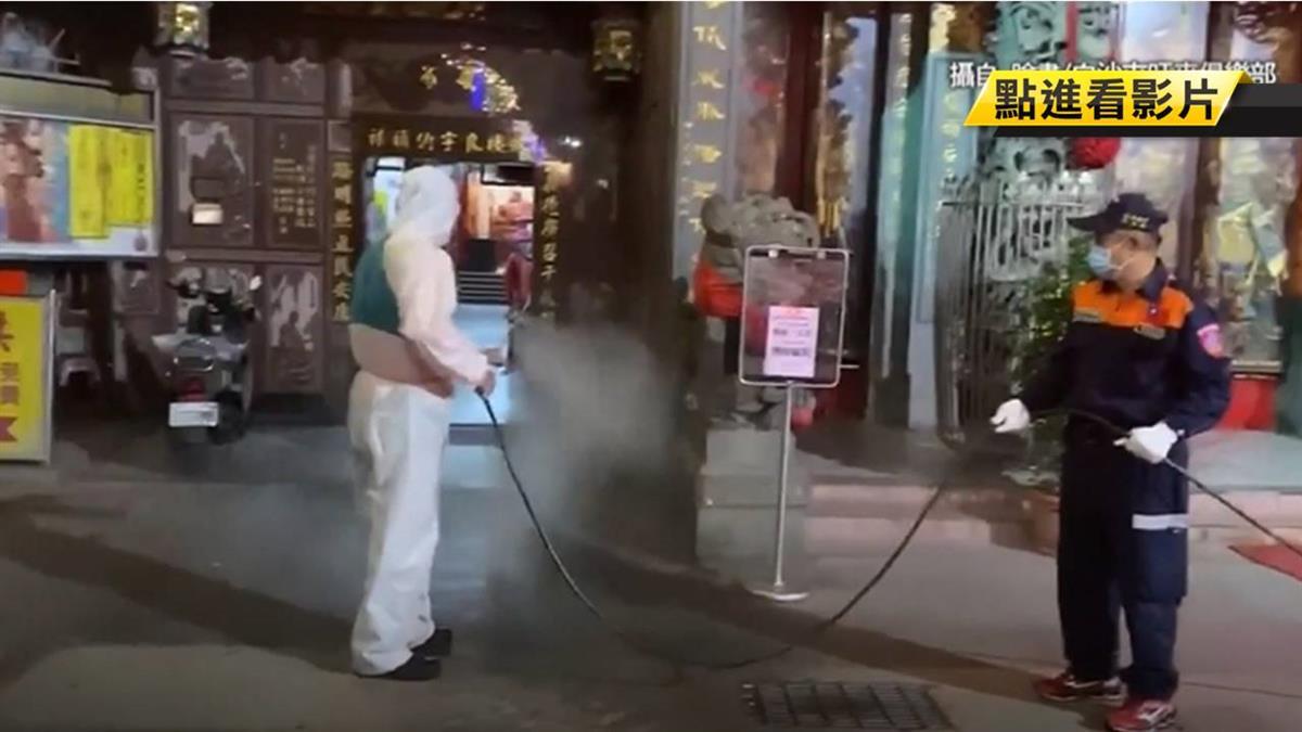 媽祖遶境延期湧人潮 拱天宮關廟門消毒