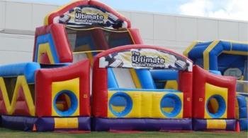 充氣城堡突爆炸!4歲女童噴飛6公尺 頭墜地慘死