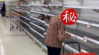 超市被掃空!老奶奶呆望空貨架落淚 萬人心碎了