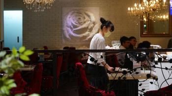 疫情重創餐飲業 2月營收減幅17年來最大
