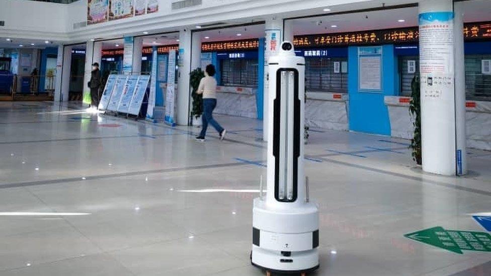 肺炎疫情:病毒剋星 - 紫外線消毒機器人來了