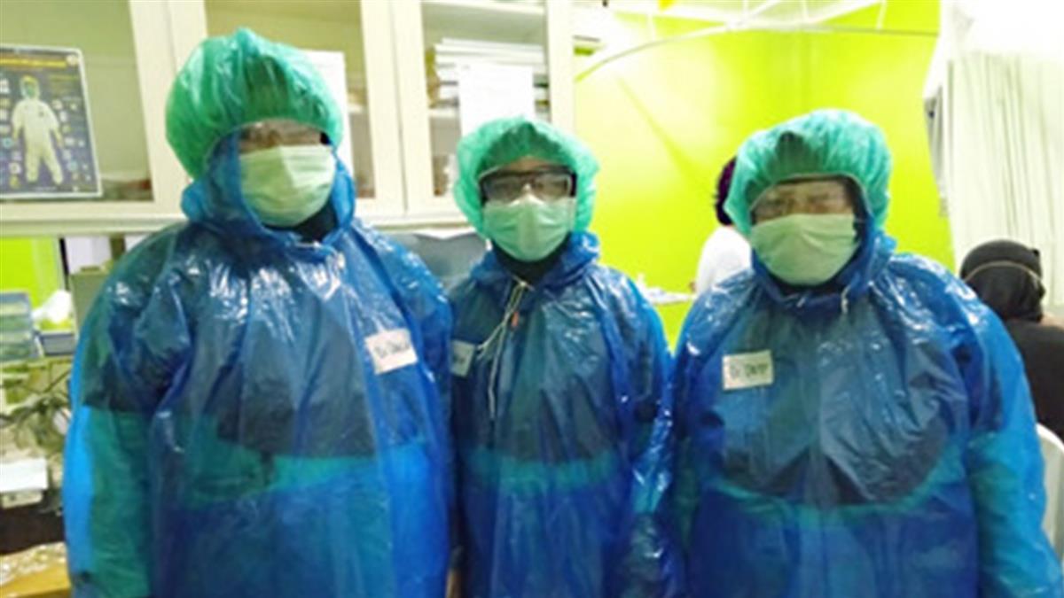 不捨!印尼缺防護衣 醫護穿雨衣貼膠帶上陣