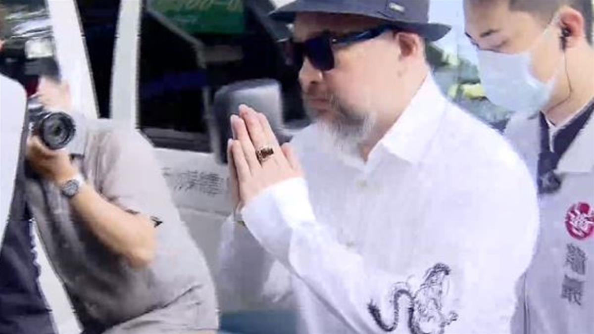 連3天最早到劉真靈堂!辛龍換穿白襯衫藏洋蔥