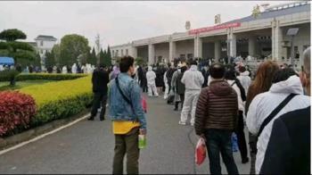 武漢殯儀館開放領骨灰 排隊人龍照一上微博就遭刪