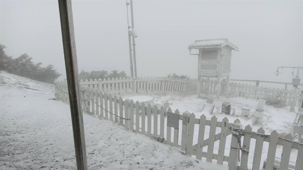 玉山下雪了!鋒面、東北季風影響 北部越晚越冷