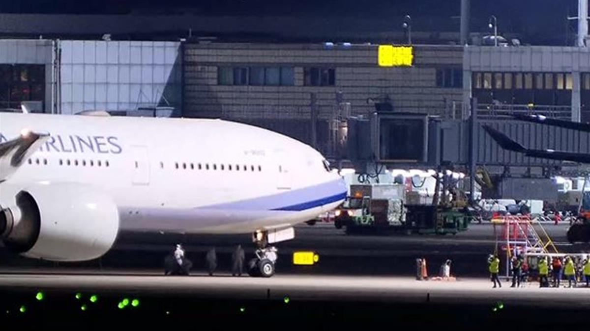 華航湖北第一班153人類包機 22:20降落桃機