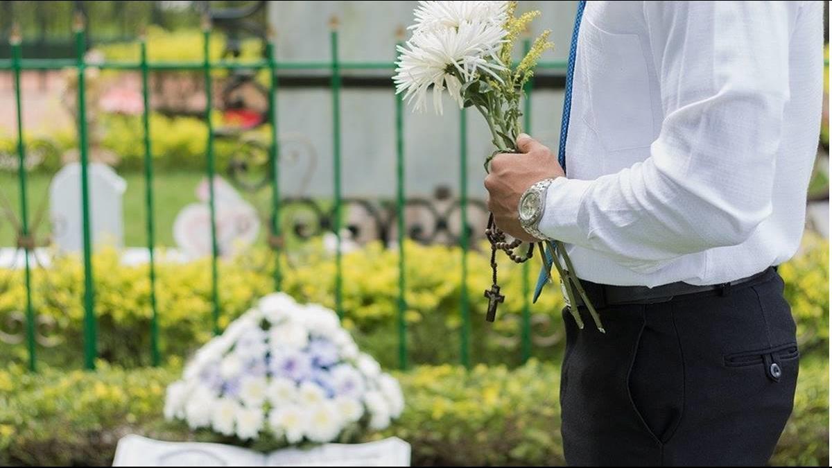 親人武肺病逝 家屬堅持參加葬禮!一家17口全染疫
