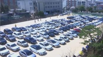 避群聚!南韓汽車主日 信徒手伸車外禱告