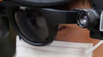 陸景區湧人潮 保安戴測溫眼鏡「掃描」高溫者